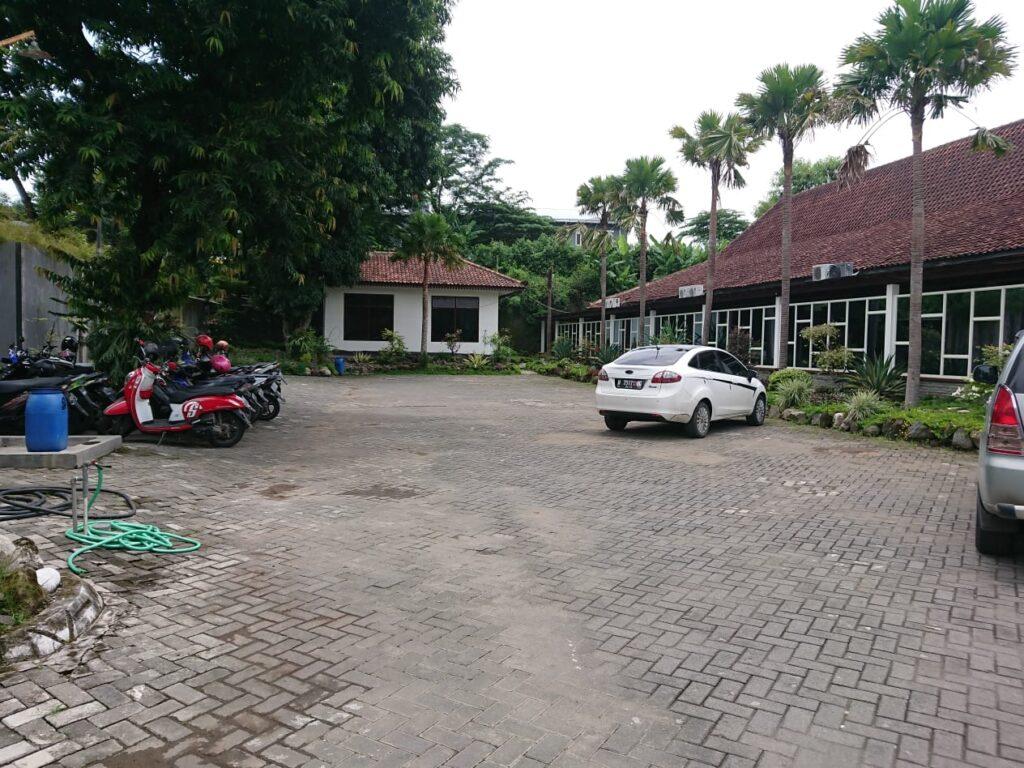 Parkir Hotel Ataya min